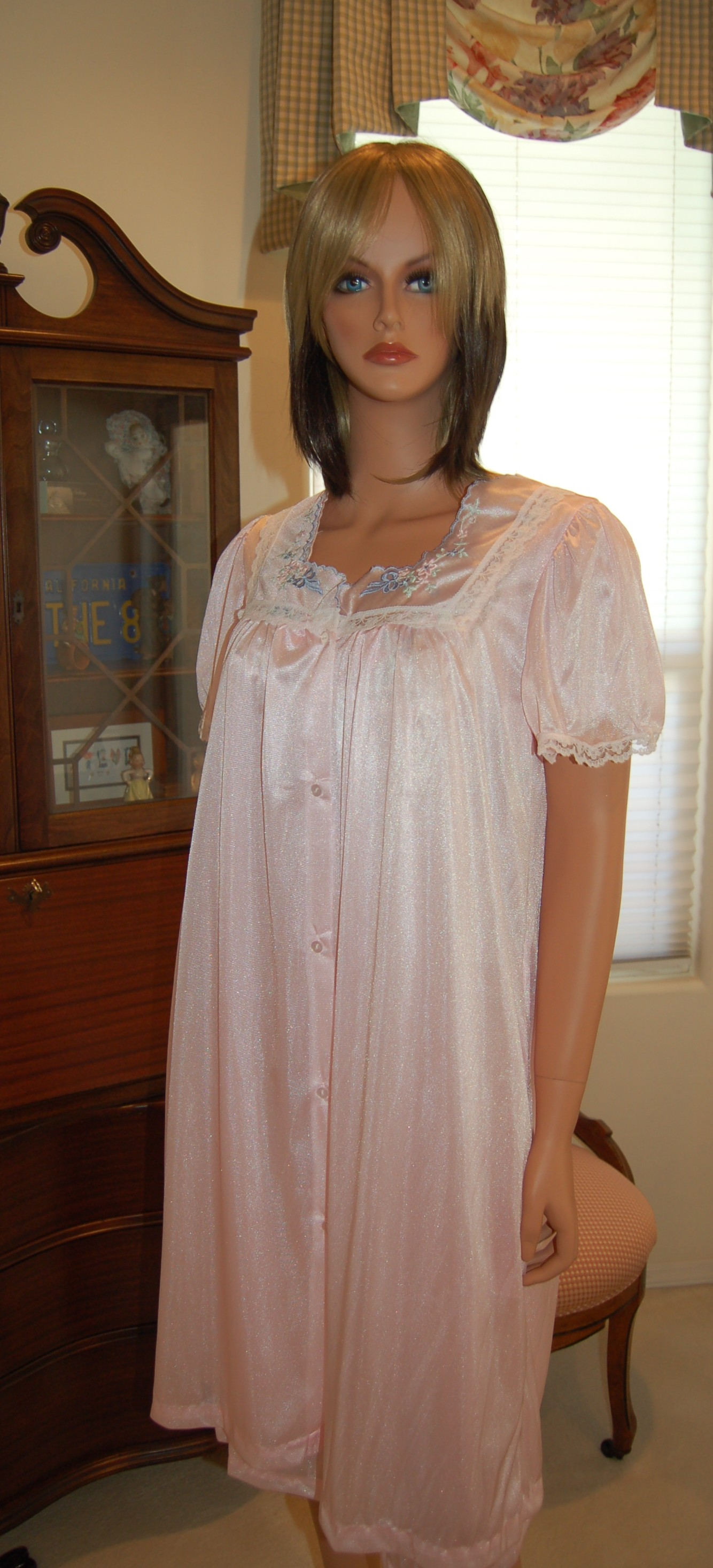 Matching robe for 3418 nightgown. This robe has in-seam pockets. It s a perfect  mate for the nightgown. Matching colors. Small - 4X. .  31.99 -  31.99. 65c6d9ef5